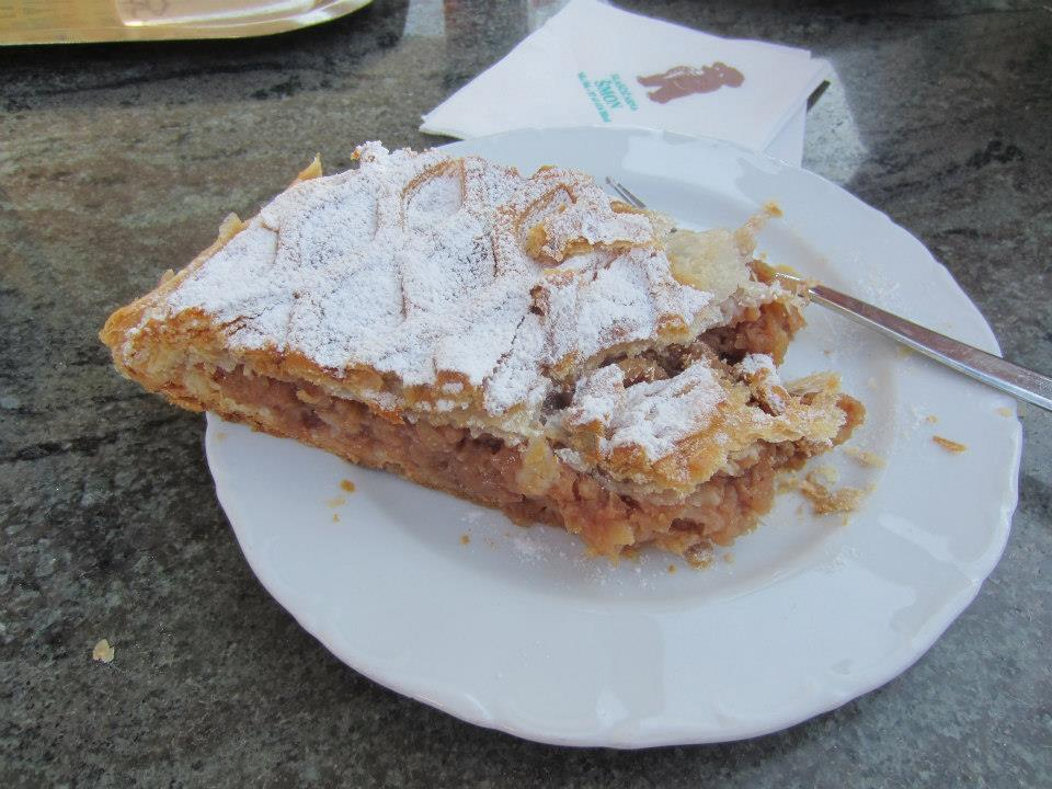 Apple strudel at Šmon