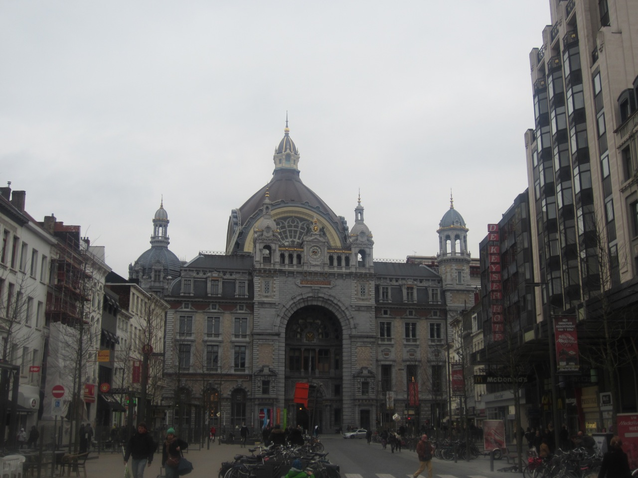 Antwerp Centraal station: arrive instyle
