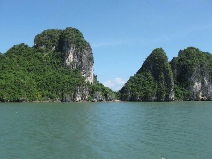 Halong Bay and the missing weddingring