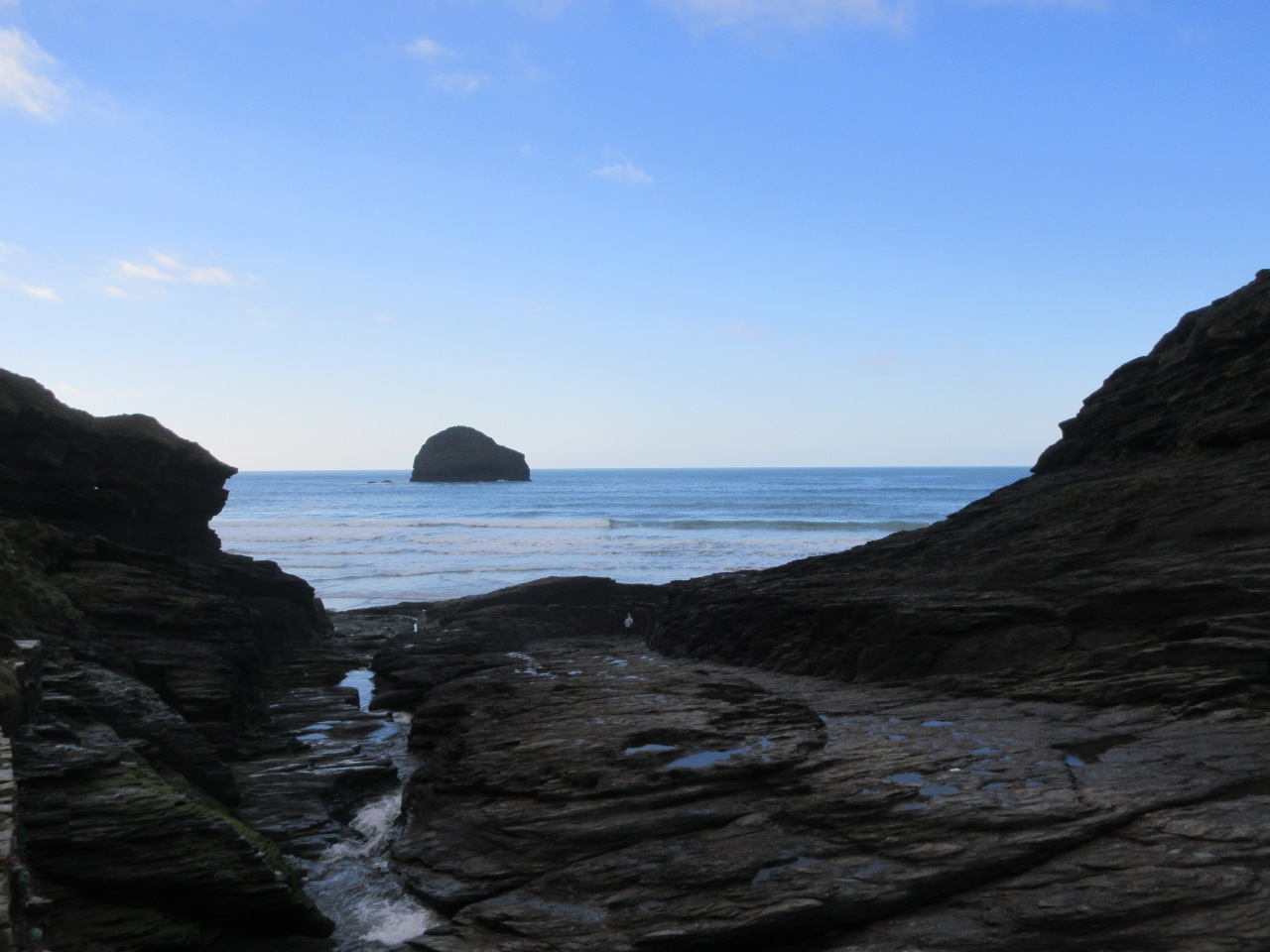 Tintagel to Trebarwith Strand: crap castle and dog head island